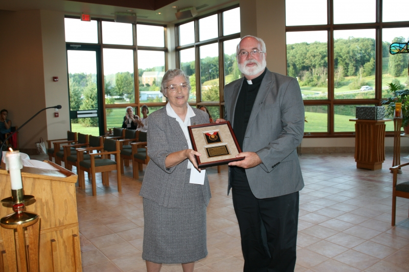 Sister Mary Francis Fletcher presenting the Ketteler Award to Fr. Greg Boyle, SJ